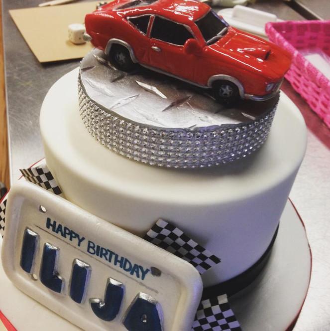 mustang car cake.jpg