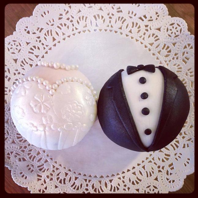wedding cupcakes fondant.jpg
