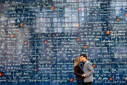 Engagement-photography-Paris-Le-mur-des-