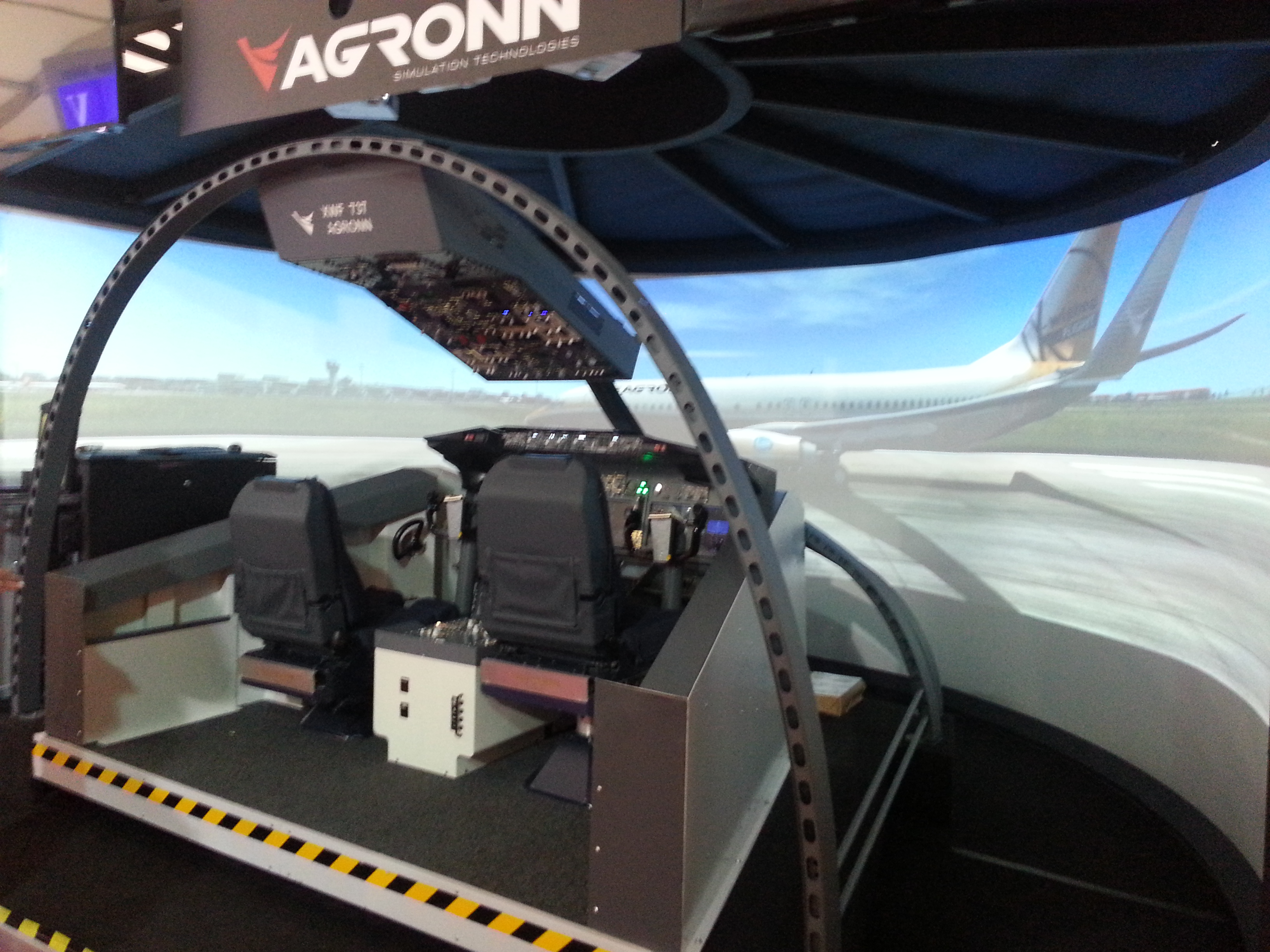 AGRONN fixed base B737NG simulator