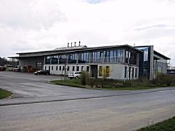 Industriehalle mit Bürotrakt