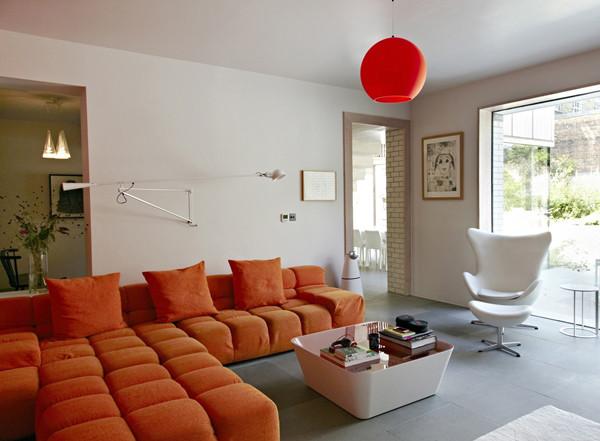 ห้องรับแขกโมเดิร์นสบาย ๆ ฉูดฉาด ด้วยสีส้มสด5.jpg