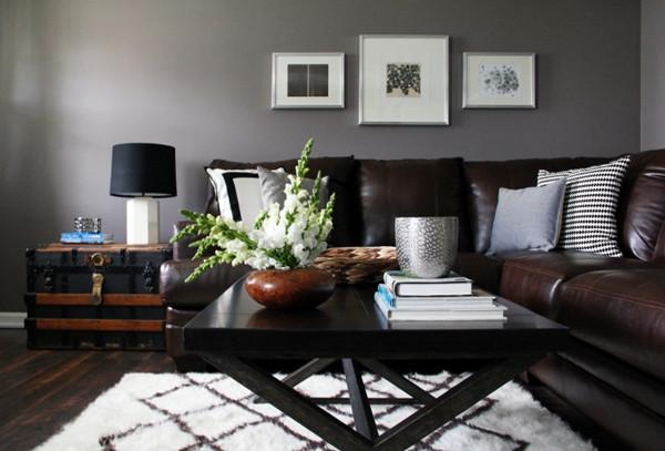 ห้องนั่งเล่นสีเทาสไตล์โมเดิร์นรัสติก กับโซฟาหนังเท่ ๆ3.jpg