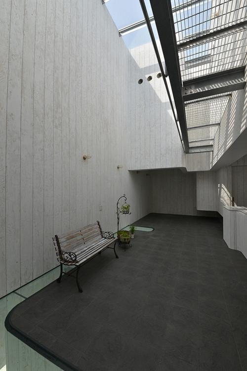 บ้านลายเมฆสีขาว พร้อมกระจกใสเพิ่มความโปร่งสบาย6.jpg
