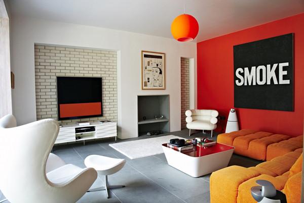 ห้องรับแขกโมเดิร์นสบาย ๆ ฉูดฉาด ด้วยสีส้มสด2.jpg