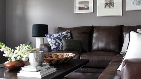 ห้องนั่งเล่นสีเทาสไตล์โมเดิร์นรัสติก กับโซฟาหนังเท่ ๆ4.jpg