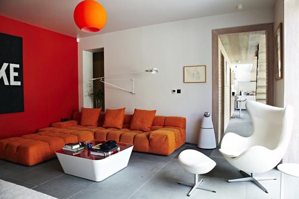 ห้องรับแขกโมเดิร์นสบาย ๆ ฉูดฉาด ด้วยสีส้มสด4.jpg