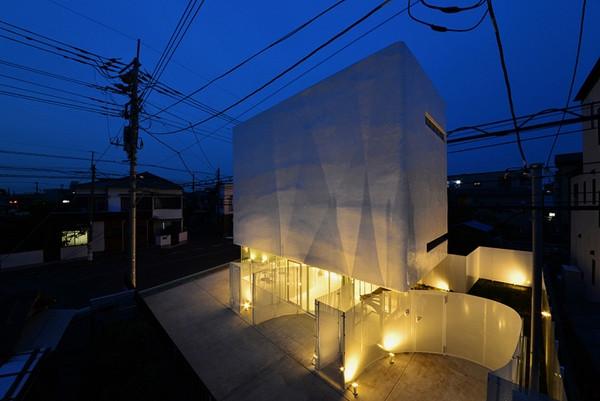 บ้านลายเมฆสีขาว พร้อมกระจกใสเพิ่มความโปร่งสบาย3.jpg