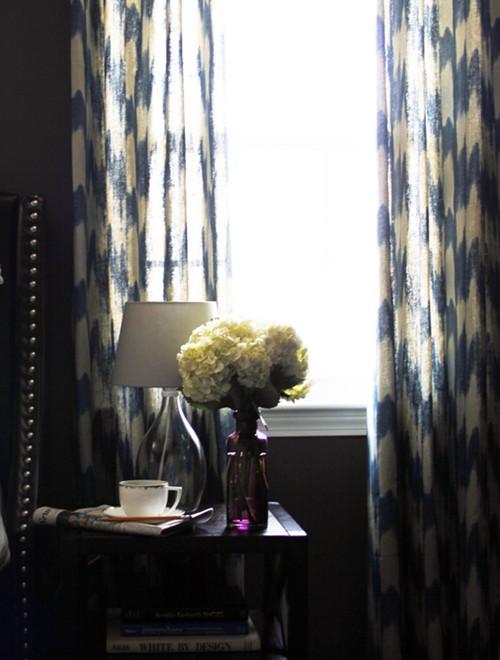ห้องนั่งเล่นสีเทาสไตล์โมเดิร์นรัสติก กับโซฟาหนังเท่ ๆ6.jpg