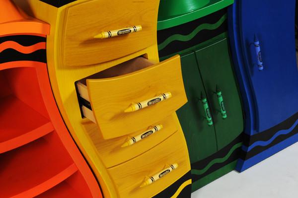 ชั้นวางของสีสด ไอเดียจากสีเทียน4.jpg