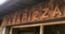 """徳島県と高知県の県境、 海と山に囲まれた""""那佐""""という、 ちいさな集落にある石窯ピザ屋。  安全な食材にこだわり、 この土地の食材を使って つくられた美味しい石窯料理と、  海の上をスイスイお散歩できる SUP(stand up paddle)と いうマリンスポーツも体験出来る 海辺のお店です。"""