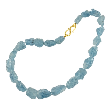 A strand of blue raw aquamarine stones with a 18 karat gold twig s clasp