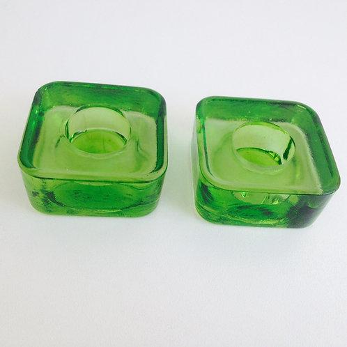 Porta velas em formato quadrado cor verde