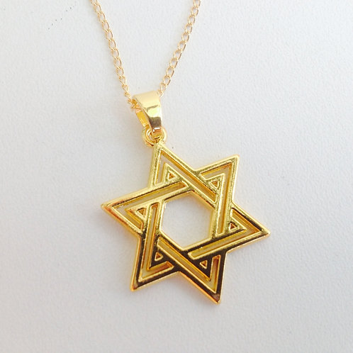 Colar dourado com a estrela de david e corrente