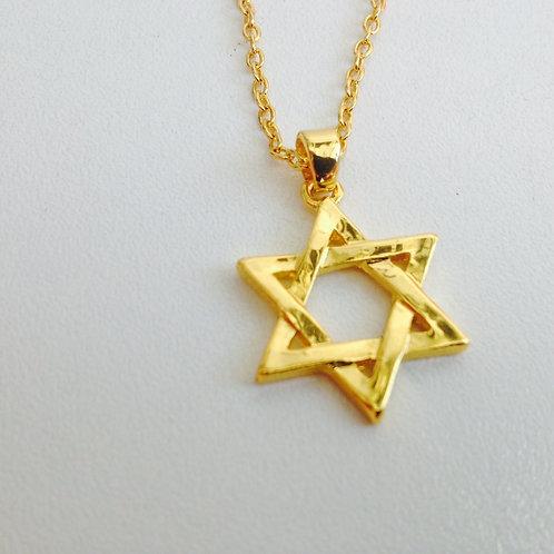 Colar com a estrela de David e corrente dourada
