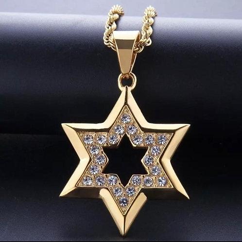 Colar com pingente Estrela de David  dourada.