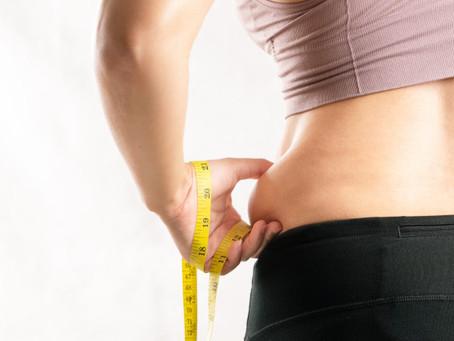 Mujeres que duermen menos de 7 horas tienden a subir más de peso, según estudio🥱😱⏰