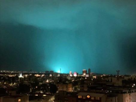¿Extraterrestres?👽🛸 Este es el origen de la extraña luz azul en el cielo de León, Guanajuato😱