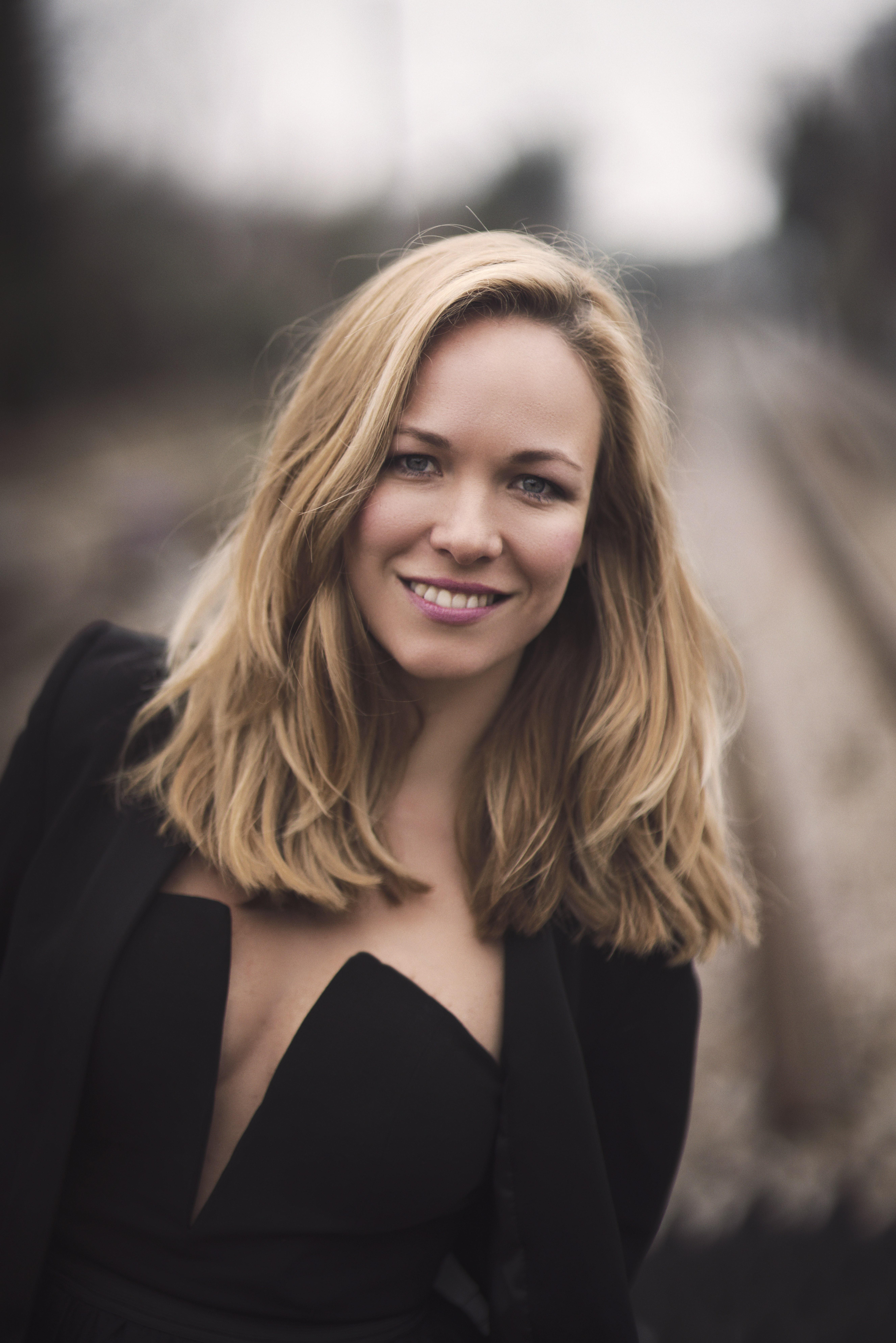 Eline Van der Velden Nude Photos 87