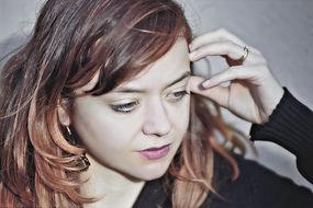 Portrait picture shot:  Female model posing for face portrait by Luca Boveri
