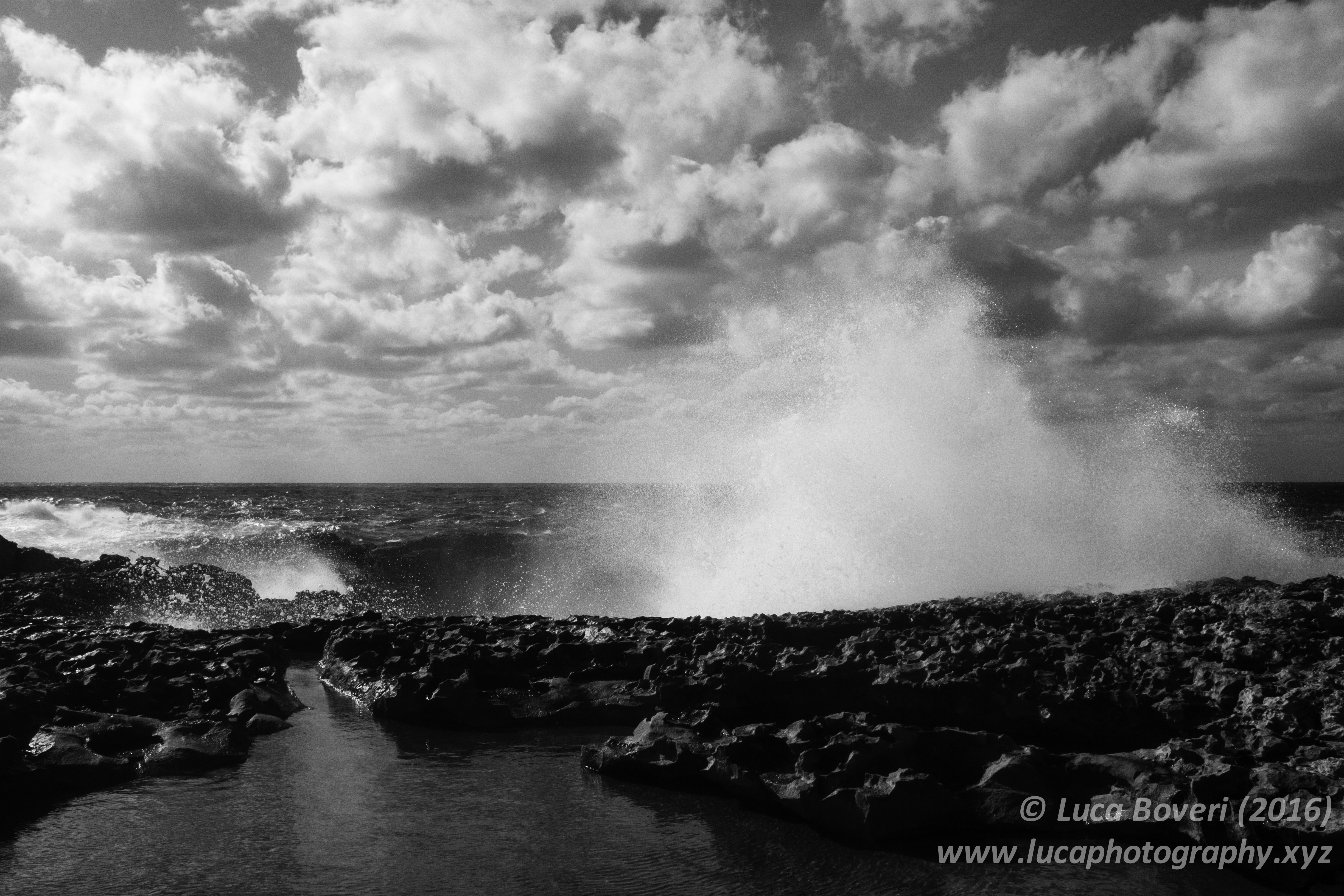 Waves in Malta. @lucaboveri