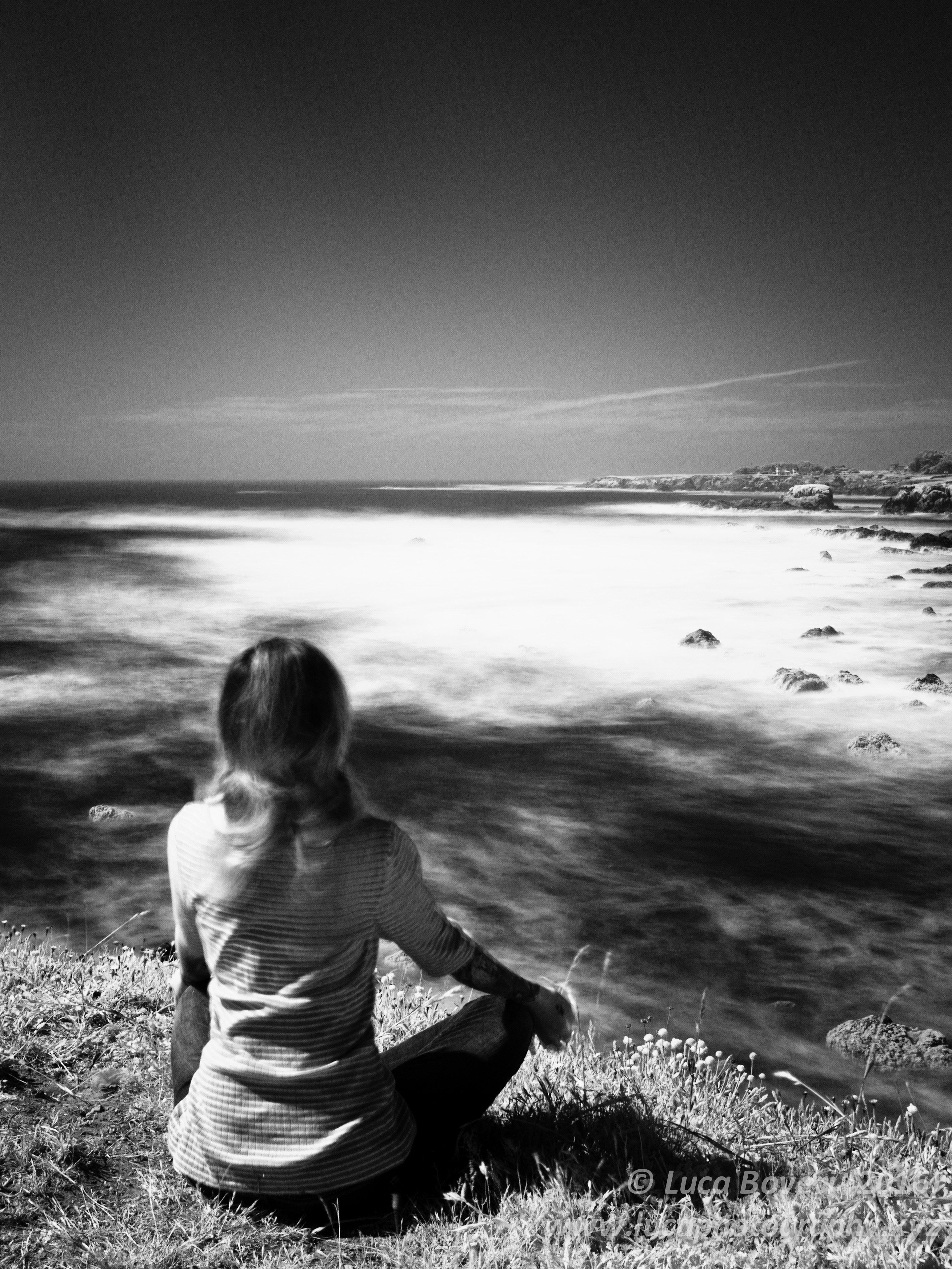 Meditating woman. @lucaboveri