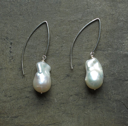 E033 Baroque Pearl Long Earrings