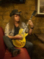 mid_howie-g-guitarist-with-persian-risk-