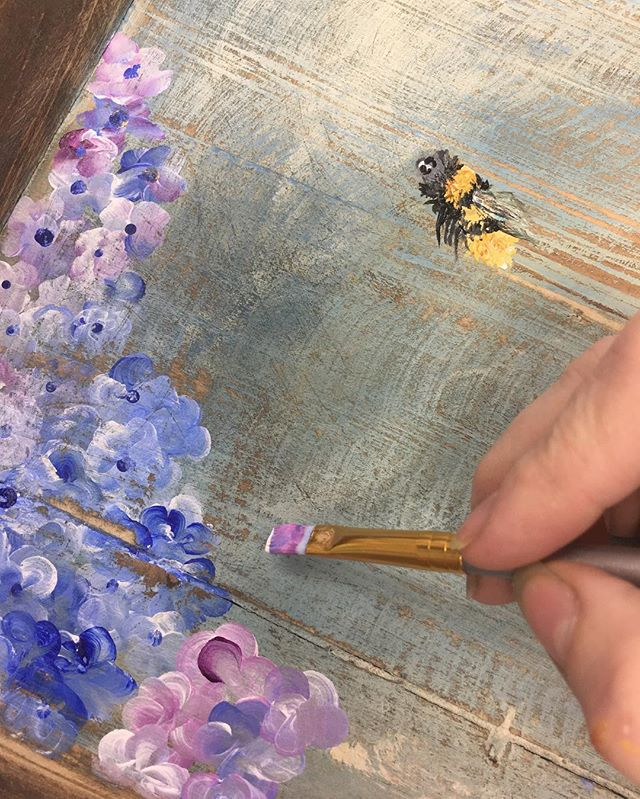 Painting #hydrangea on a #reclaimedwood tray as part of my #bee series