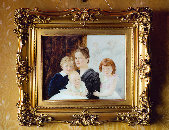 MRS. HENRY CLAY FRICK AND CHILDREN PITTSBURGH 1990