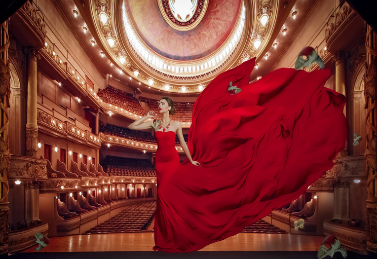 Lady In Red Teatro