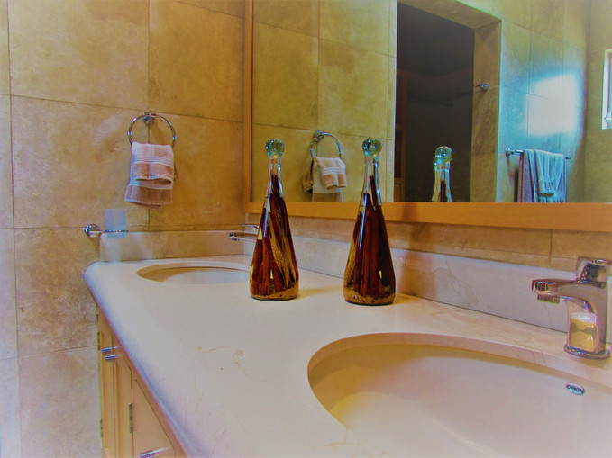 Bathrms.JPG