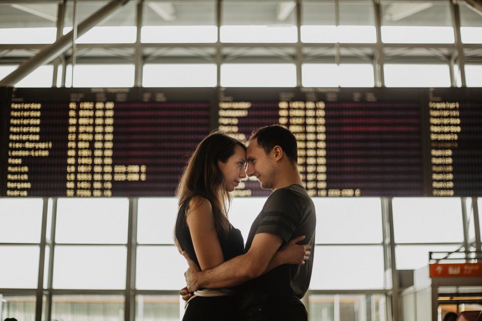 Iga + Felix | Sesja narzeczeńska na lotnisku