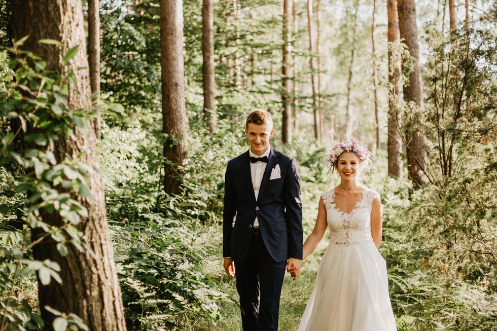 Iza + Wojtek | Plener w lesie i nad rzeką