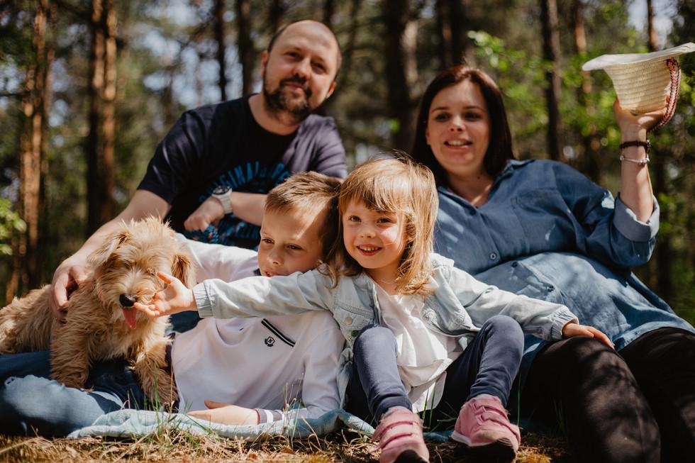 We are family! | Sesja rodzinna w lesie