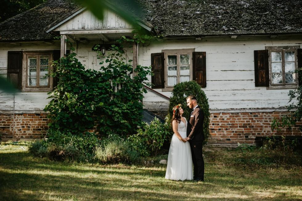Marta i Piotr | Sesja poślubna Skansen w Suchej
