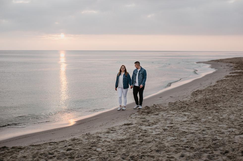 Marta i Karol | Sesja narzeczeńska o wschodzie słońca Stegna