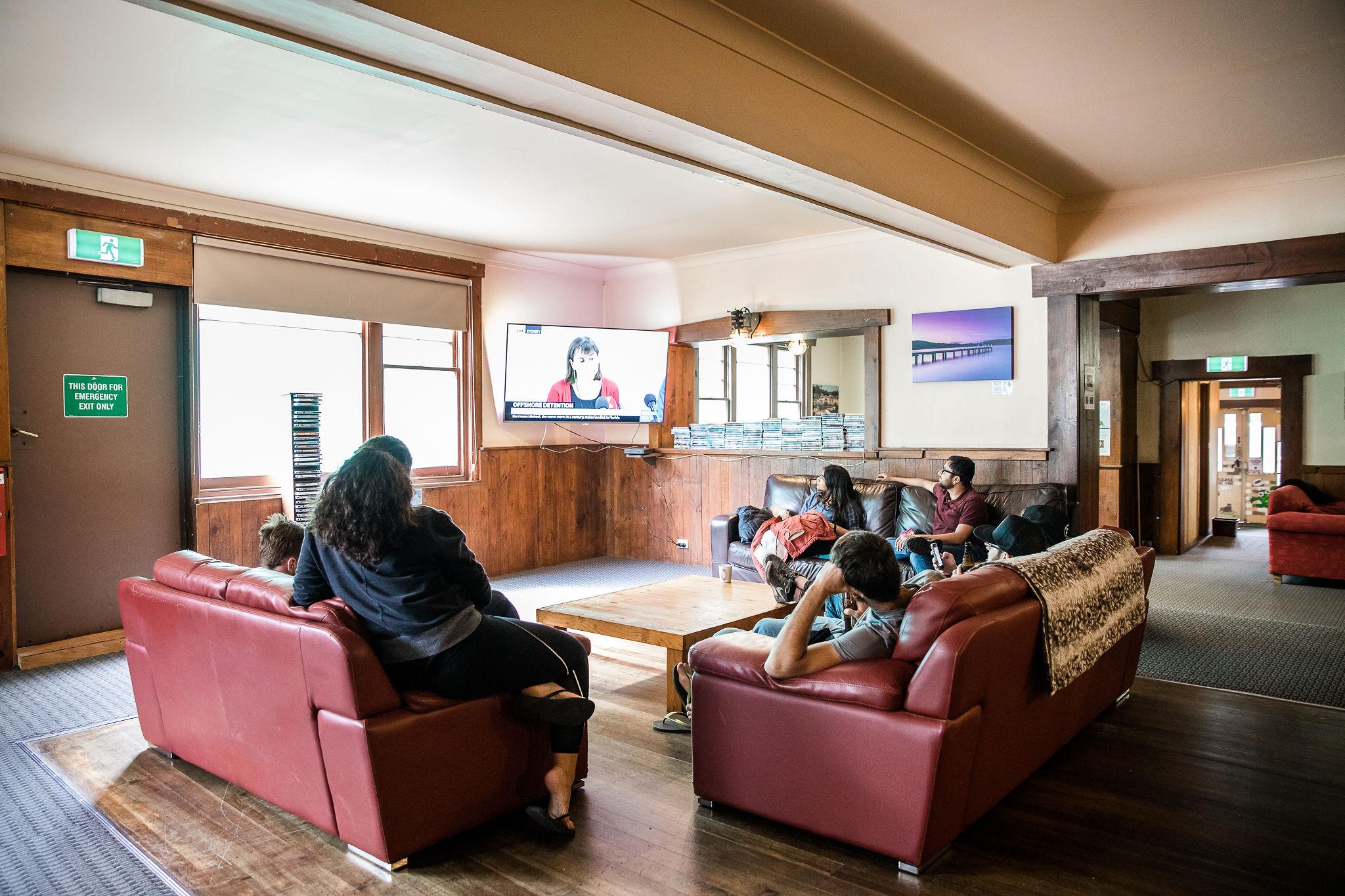 Frog Lounge with Netflix