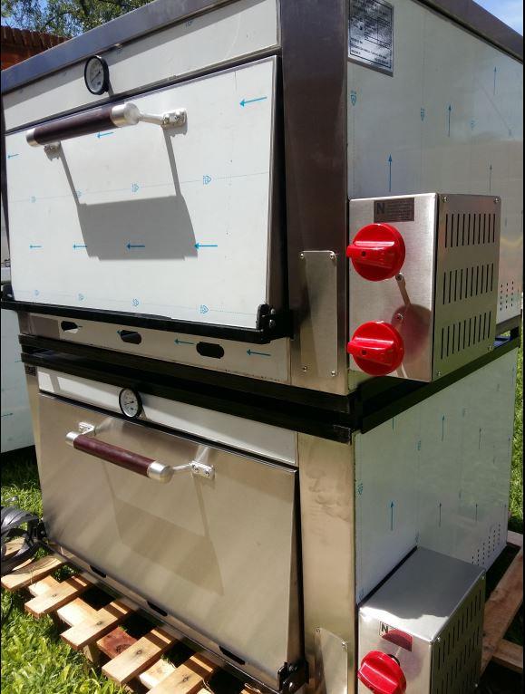 Horno pizzero de 24 moldes 2 bocas puertas con reloj pirómetro acero inoxidable exterior e interior estantes automático
