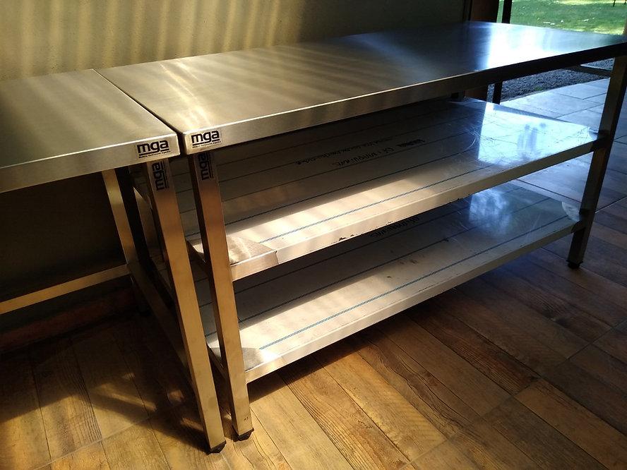 Fábrica de mesas acero inoxidable con estantes inferiores islas