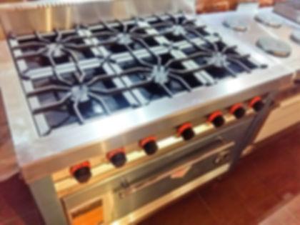 Cocina industrial Morelli MRCHEF 6 hornallas linea pesada con horno pizzero