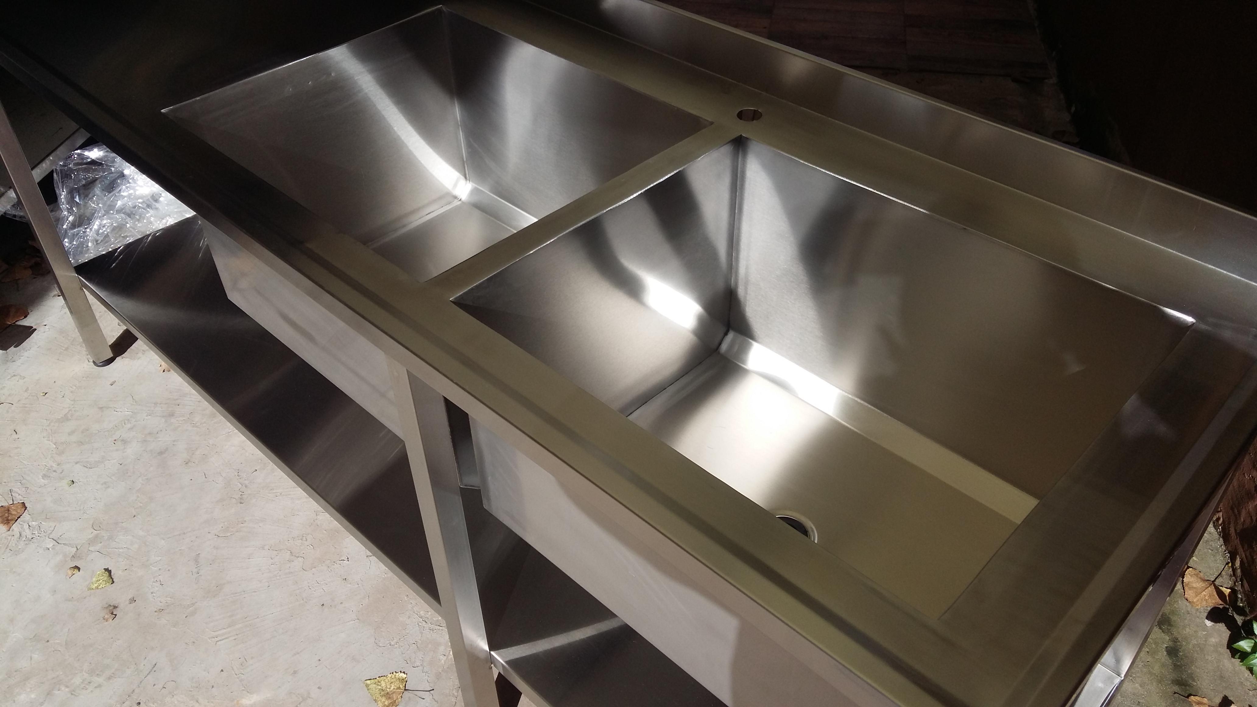 Fabrica de mesas y bachas industriales para gastronomía dobles a medida con estante quirúrgico www.fabricainoxidable.com.ar