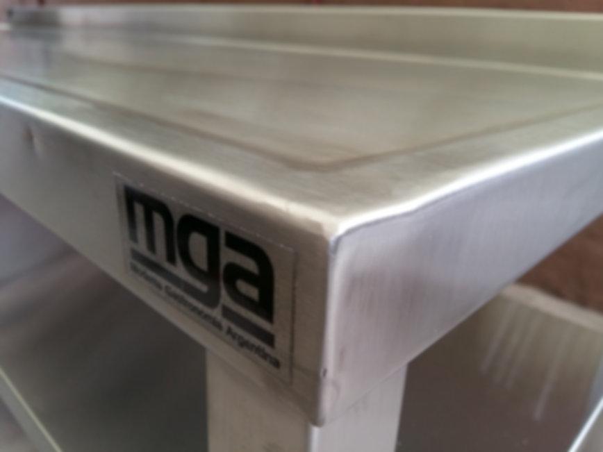 Mesas con estante inferior superior con o sin bacha zócalo sanitario soldados tig fabrica MGA