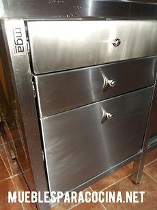 Mueble de acero inoxidable para gastronomía, fábrica, comedores. Cajonera en mueble cerrado