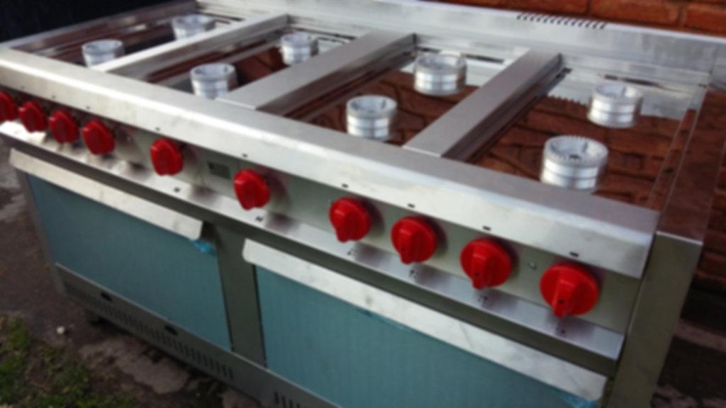 Cocinas industriales de 8 hornallas con dos hornos pizzeros piso refractario - Acero inoxidable reforzado -Ideal para gastronomía restaurantes.
