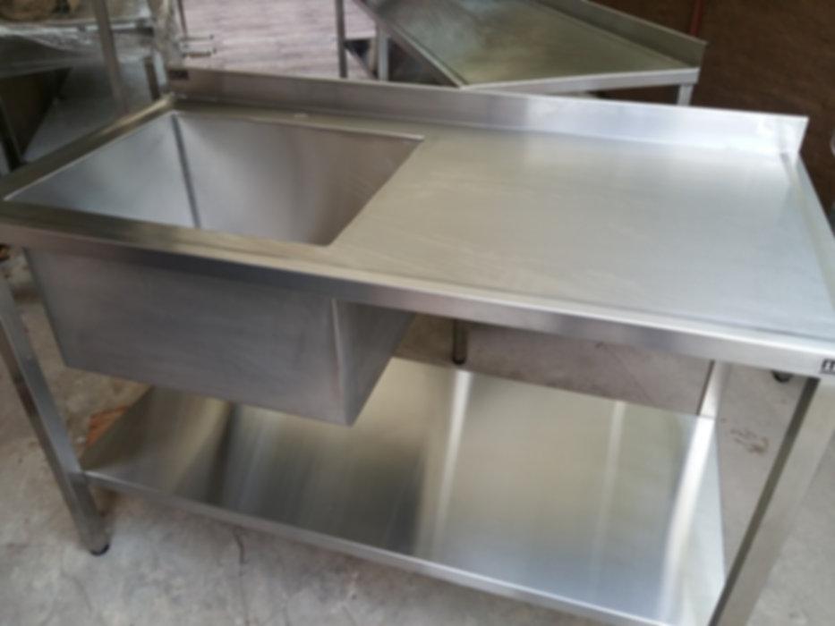 Fábrica de mesadas con bacha industrial para restaurantes y laboratorios acero quirurgico