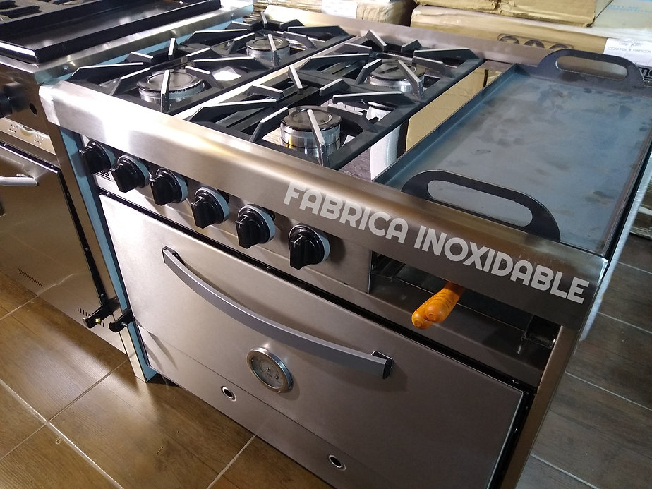 Cocina industrial con plancha bifera y carlitero familiar quincho tostados
