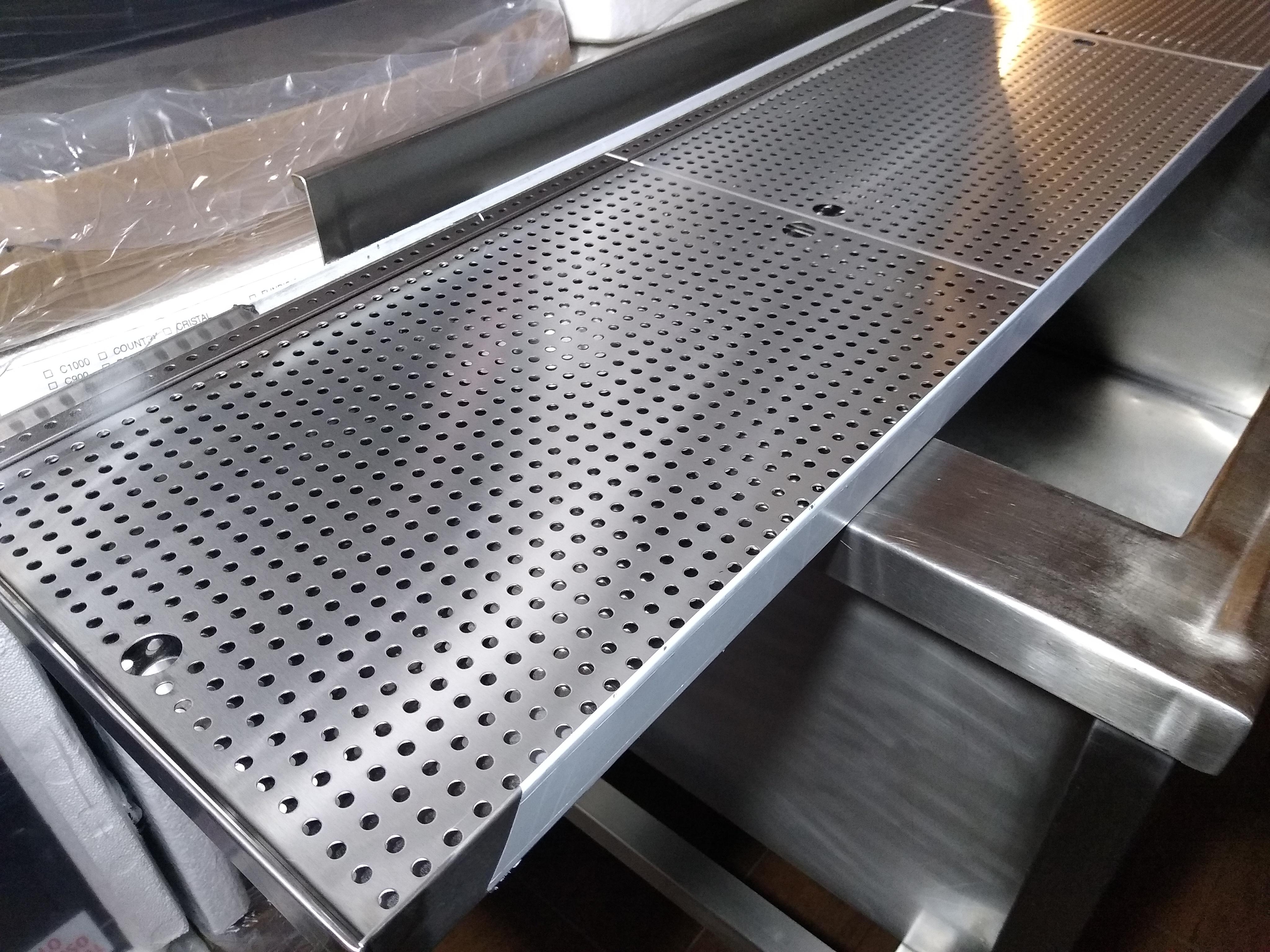 Estantes de acero inoxidable perforados para escurrir vaseras fábrica a medida