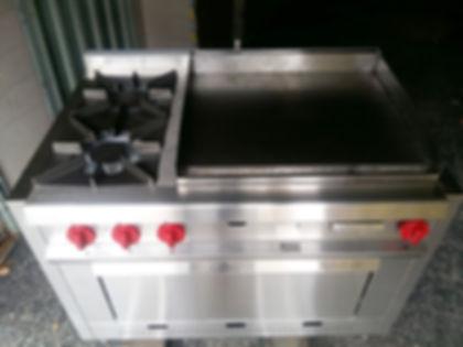 Cocina industrial a gas 2 hornallas + Plancha bifera acero inoxidable rectificado 1/2 pulgada Con horno pizzero. Ideal restaurantes o Food Truck