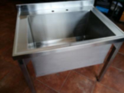 Bacha industrial con patas de acero inoxidable gastronómico ideal para colegios gastronomía traforo para grifería central o monocomando fábrica